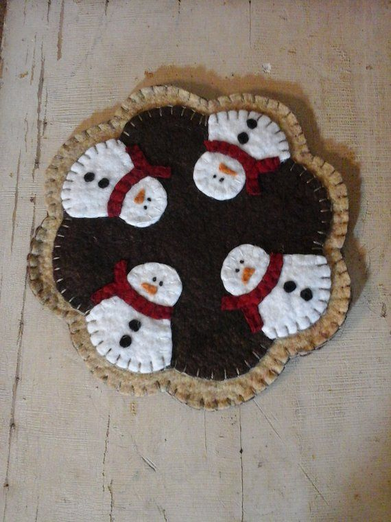 "Woolfelt Penny Rug-Snowman  9/"" Primitive Candle Mat"