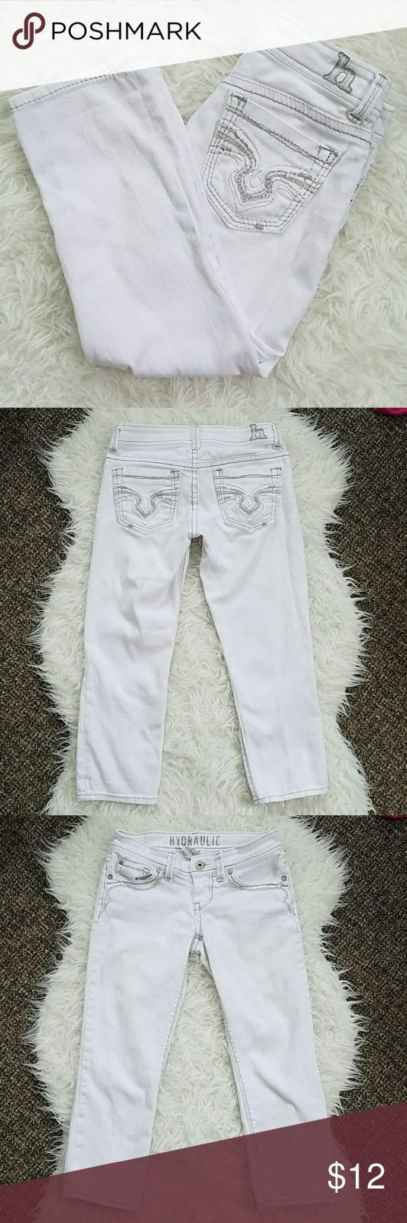 "Hydraulic Women's Capris Sz 3/4 White Cropped Pant Hydraulic Women's Capris Sz 3/4, White, Cropped Pants, One small imperfection (pictured).  Inseam: 21.5"" Rise: 6.5"" Waist: 28""  See my page for more!  Pet/smoke free home. Hydraulic Pants Capris"