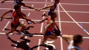 Course de relais l'enjeu du passage de témoin - http://www.thelatinroots.com/course-de-relais-lenjeu-passage-de-temoin/  Course de relais une épreuve d'endurance et de rapidité Aujourd'hui, nous verrons, une discipline faisant partie de l'athlétisme, c'est la course de relais, en règle générale, elle se déroule à pied, il s'agit d'une équipe se confrontant à d'autres équipes qui courent les uns après les aut...