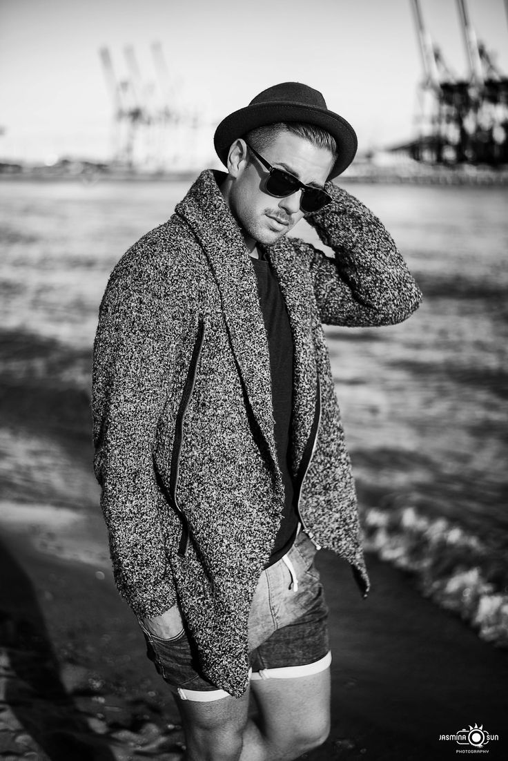 -walk alone- Male Model: Jonas Location: Hamburger Elbstrand Fashion/ Portrait / Black & White / Lifestyle