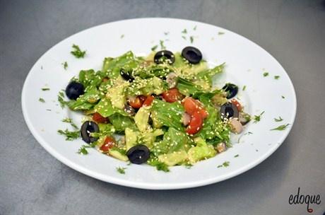 Овощной салат с осьминогами