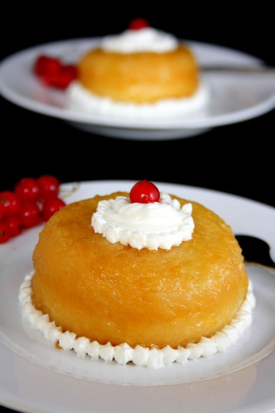 Le baba au rhum est le dessert préféré de mon papa c'est pourquoi je lui ai confectionné ce dessert pour la fête des pères ! Je profite donc de l'occasion pour vous poster cette recette qui lui a beaucoup plu :) Ingrédients : ( pour 6 individuels ou un...