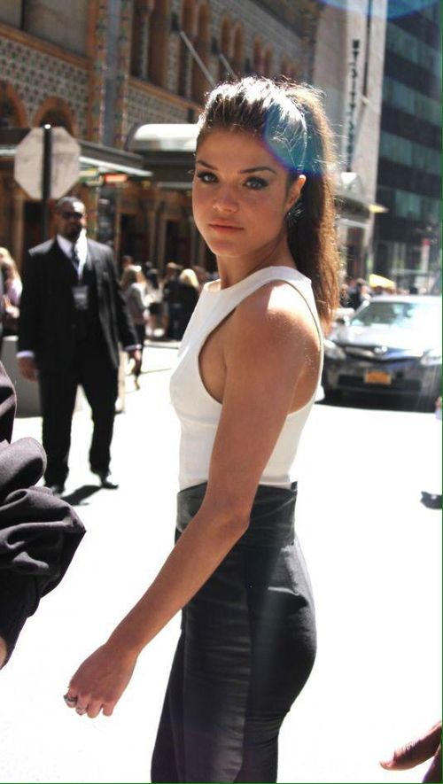 Marie Avgeropoulos    The 100 cast    Octavia Blake