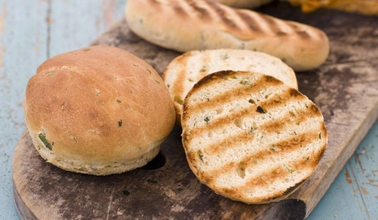 oppskrift på Pølse- og hamburgerbrød med urter