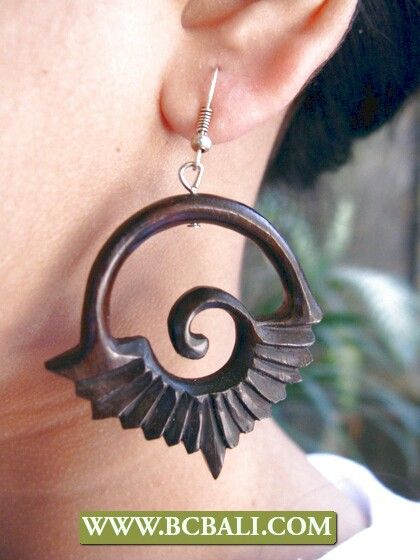 Black wooden piercing carving