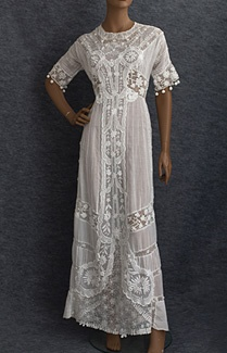 Tea dress, c.1910. The handmade Irish crochet lace flowers and panels show masterful technique. Equally admirable is the refinement and delicacy of the exquisite hand embroidery.