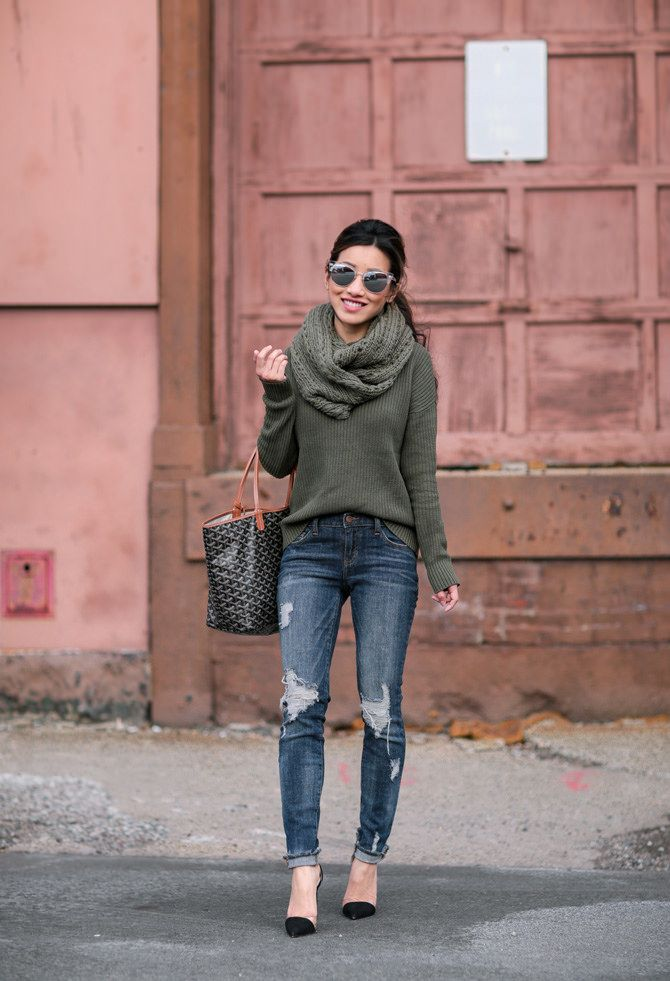 casual winter fashion // creating a faux cowl neck by layering a circle / infinity scarf over a sweater