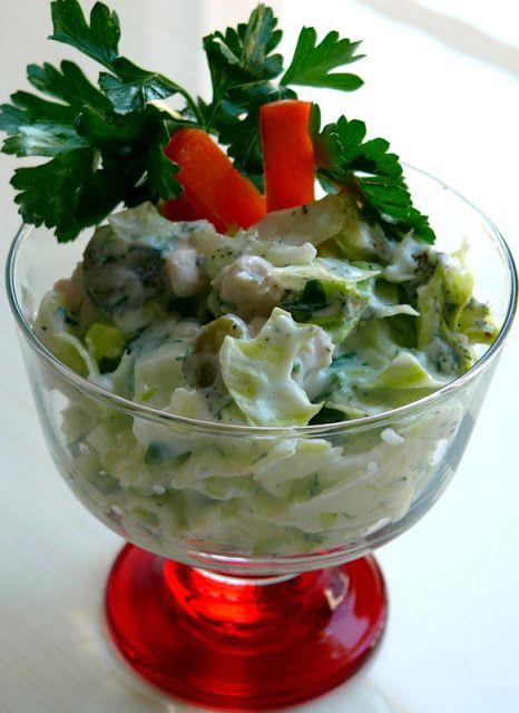 Turşulu cevizli yoğurtlu göbek salata (marul da olabilir )