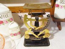 vintage Briefwaage zum Art Deco Schreibtisch