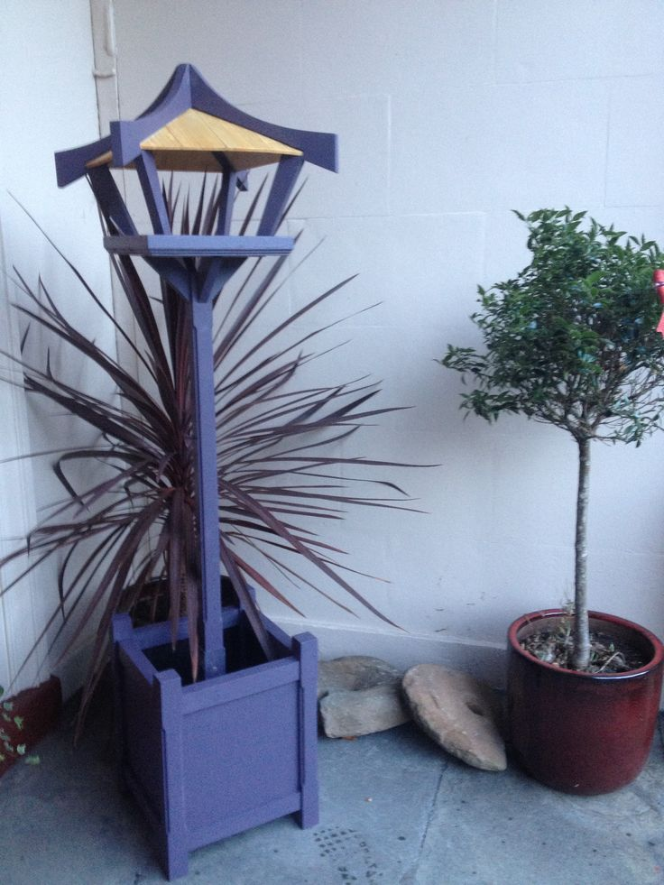 Bird table/planter.