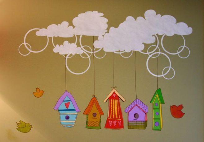 детская комната с рисунками на стене