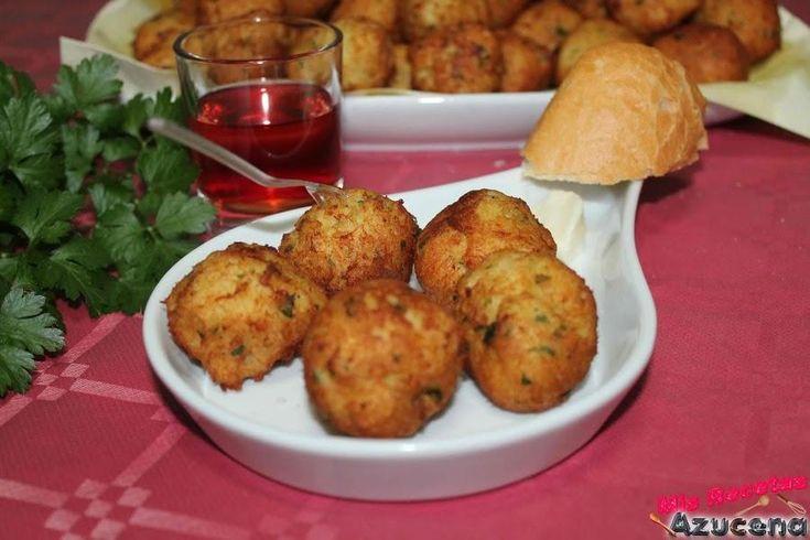 No le falta detalle a esta receta de buñuelos con patata y bacalao, perfectos para Semana Santa, que comparten desde el blog MIS RECETAS.