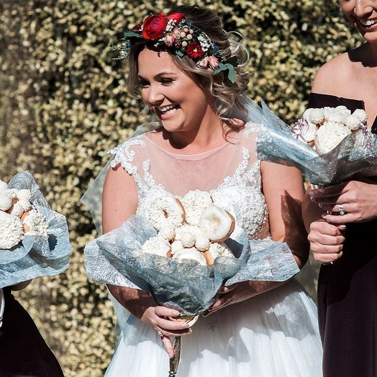 We all want to be the bride who got married holding a bouquet of doughnuts | Metro News