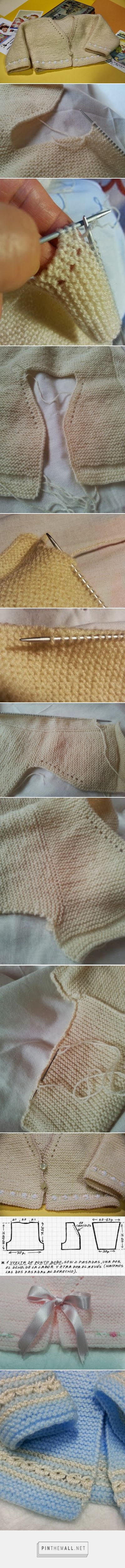 Basic baby cardigan in garter stitch; step by step photos, full instructions in Spanish. Note how to pick up stiches on the side for sleeve and optional embellishments (small bow, 1 repeat Punto de Malta or broomstick lace) ~~ http://liandolaborespunto.blogspot.com/2013/11/chaquetita-basica-bebe.html ~~ Emilia y sus labores de punto: chaquetita básica bebé