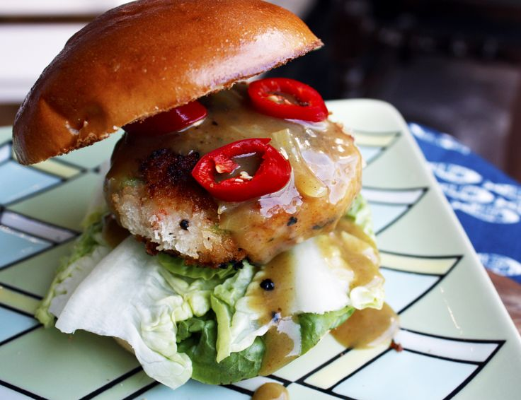 This mixes a few of our favourite things – Prawns, crispy katsu and curry sauce in a form that everyone loves; the burger. #seafood #seafoodrecipe #katsu #prawns #burger