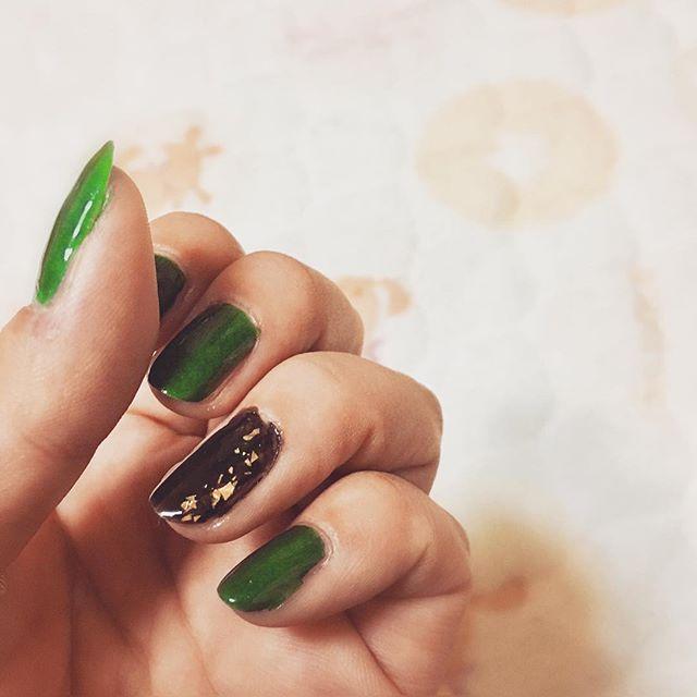 久しぶりにセルフネイル グリーンとアクセントの黒  #ネイル #ネイルアート #マニキュア #グリーン #キラキラ #セルフネイル #久しぶり