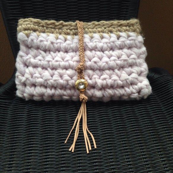 イタリアの素敵な色の毛糸が手に入りました!その良さを最大限に生かすために素直にこま編みだけで編み上げました。ベージュの部分の毛糸もスパンコールミックスの毛糸で...|ハンドメイド、手作り、手仕事品の通販・販売・購入ならCreema。