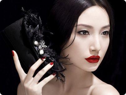 Обратите внимание, как красиво и молодо выглядят женщины и девушки в Японии. Конечно, дело и в правильном питании и в уходе за своей внешностью. Особой внимание у них уделяется массажу.