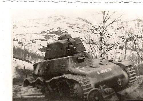 Apparently the number 40672 was part of a independent French tank company (342ème CACC) sent to Narvik in april 1940.