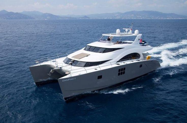 Prezydent Lech Wałęsa poleca na sprzedaż luksusowe jachty.