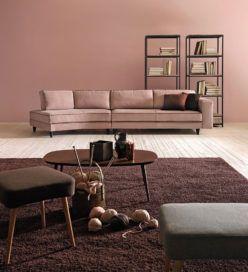 Lucas Doimo Salotti - divano rosa con parete rosa antico.