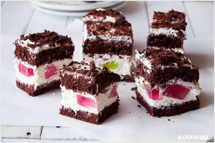 Ciasto czekoladowe przekładane kremem z mascarpone i galaretką – przepis