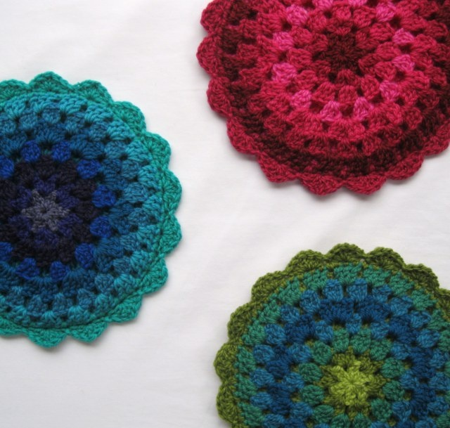 I have a stool in need of some granny loving. This is perfect... :) Pattern here: http://crochethealingandraymond.wordpress.com/2010/11/11/revisiting-the-granny-mandala/