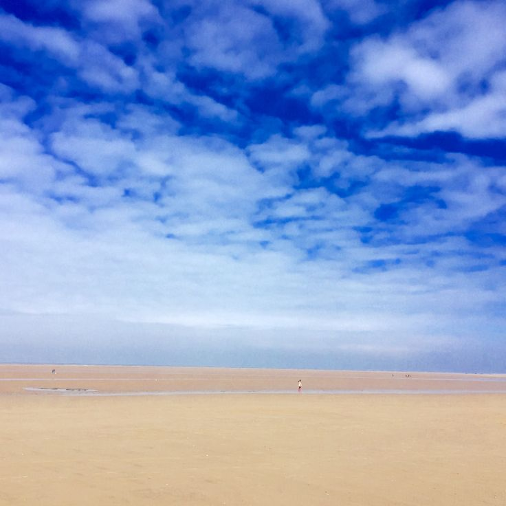 Brancaster Beach with the Big Blue Skies that North Norfolk is so well known for! Book your dog and child friendly holiday in North Norfolk now - link in bio