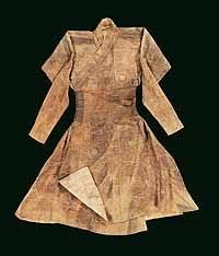 Mongol robe, likely to have originated in Central Asia in the late 13th or early 14th century © The Aga Khan Trust for Culture