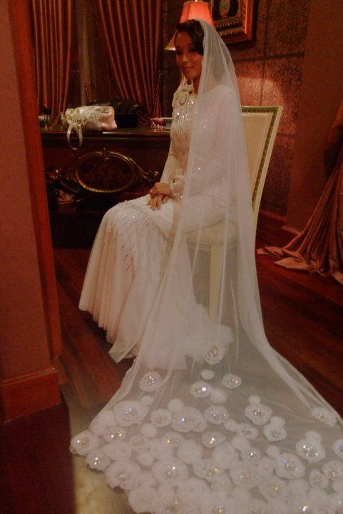 Marion Caunter E! News Asia on her wedding day to SM Nasaruddin SM Nasimuddim #muslim #wedding #apparel #modesty #dress #flowy #white #veil