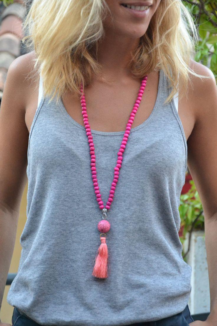 Sautoir indien en bois bohème - Perle bois et grosse perle boho - pompon rose ou turquoise de la boutique JeanneSummer sur Etsy