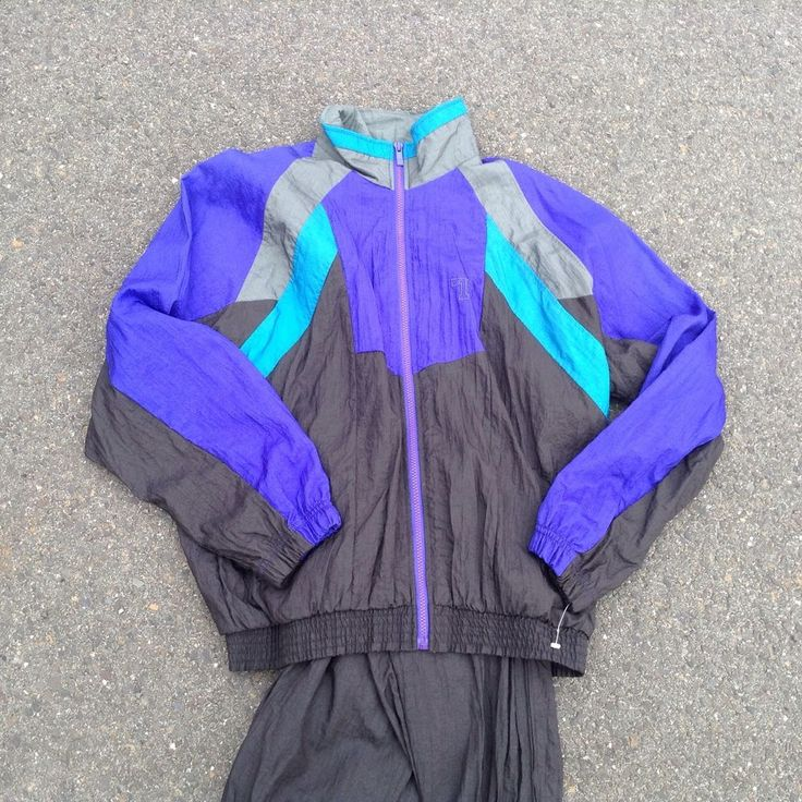 Medium. Pants and windbreaker included. New with tags. Original from the 80s.