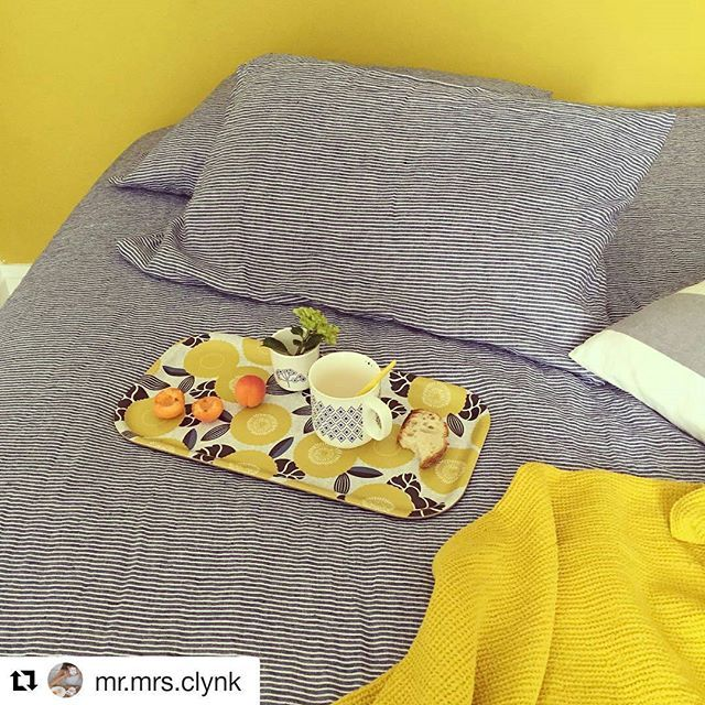 Ja, nog een prima manier om dit prachtige dienblad van #mretmrsclynk te gebruiken! Ontbijt op bed 😊 #grinandbeam #webwinkel #webshop  #ontbijtopbed #dienblad