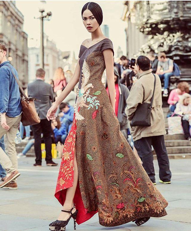 Bakti Budaya Djarum Foundation Present @balijava.dw by @dennywirawan_dw #batikkudus #batik #kudus #collection #mode #model @retiragil #photographer @riomotret #videographer @kurniawanbuntoro #stylist @hagaipakan @veroavriana
