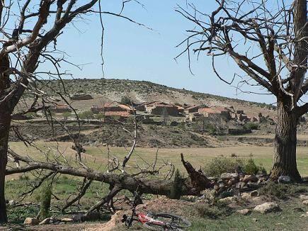 Si vas a #Alpuente, no dejes de ver aldeas deshabitadas como la de Cañada Seca, en el camno hacia #LaYesa. vía @PoblesValAbando
