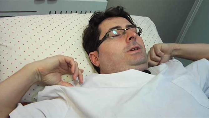Cómo transformar una almohada normal en una almohada ergonómica - Bienestar - Salud - Practicopedia.com