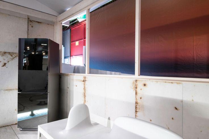 #Frigorifero #Krystal e zone ricreativa, sala #attrezzi. Un'idea di arredamento di una chiatta della nave proposta nello spazio #Cersail a #Cersaie2016 #Cersaie #Bompani #architettura #Frigoriferi #Design #arredamento #MadeInItaly #Silver #argento #specchio #mirror