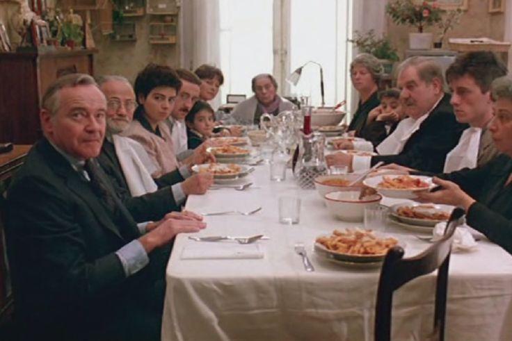 Nel film Maccheroni (1985) di Ettore Scola, sullo sfondo di una magica Napoli, la scena surreale della tavola imbandita in casa Jasiello con i maccheroni fumanti, la famiglia riunita e il posto vuoto, apparecchiato per Antonio (Mastroianni) il cui corpo morto giace nella stanza accanto, rappresenta la speranza di un suo miracoloso risveglio. Antonio era stato dato per morto altre 2 volte e poi, alle 13 in punto, aveva misteriosamente ripreso vita mentre tutti erano a tavola...