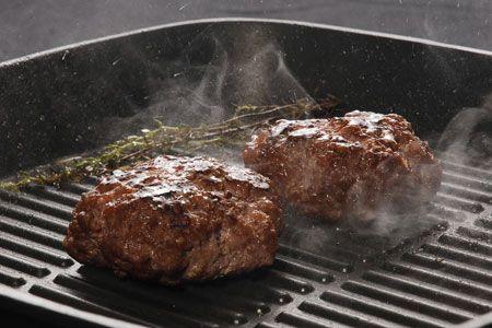 Μπιφτέκια κλασικά - Γρήγορες Συνταγές | γαστρονόμος online