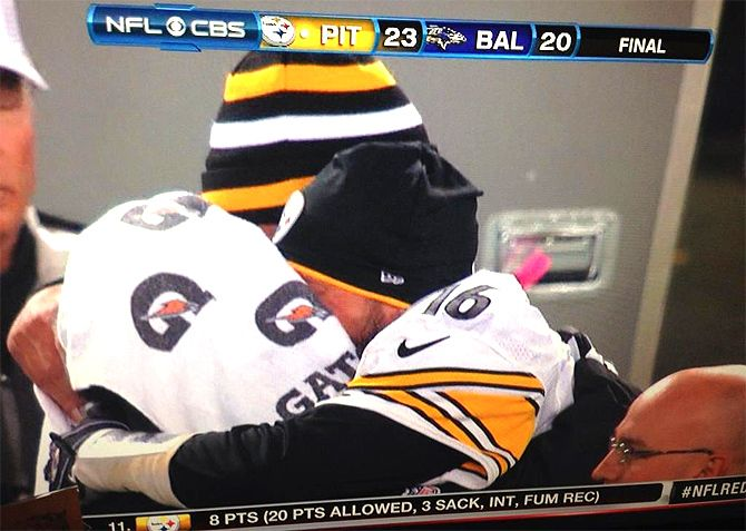 Charlie Batch Hugging It Out With Fellow Quarterback Ben Roethlisberger - Pittsburgh Steelers vs. Baltimore Ravens 12/2/12