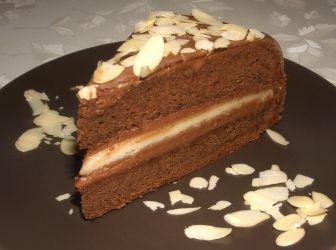 Marcipántorta recept: Marcipánnal bevont, marcipánkrémmel és egy réteg valódi marcipánnal töltött csokoládés torta.