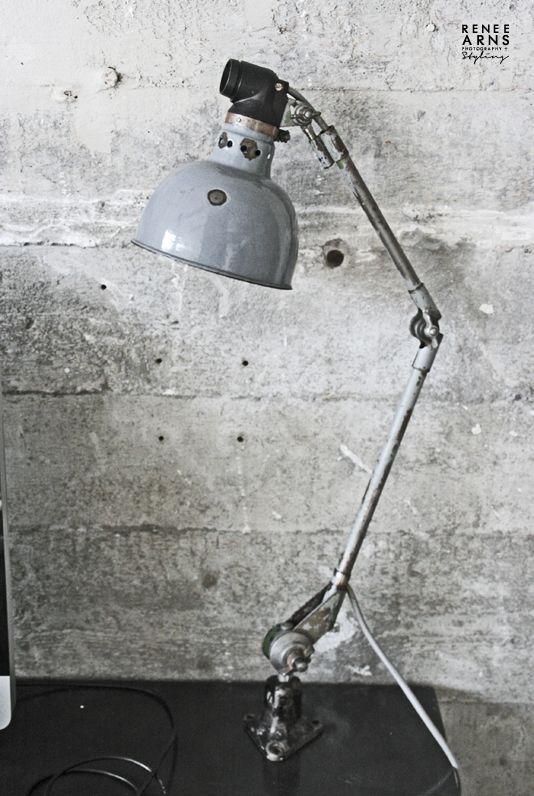industrial lamp | interior design . Innenarchitektur . dessin d'intérieur | Design + Photo: Renee Arns |