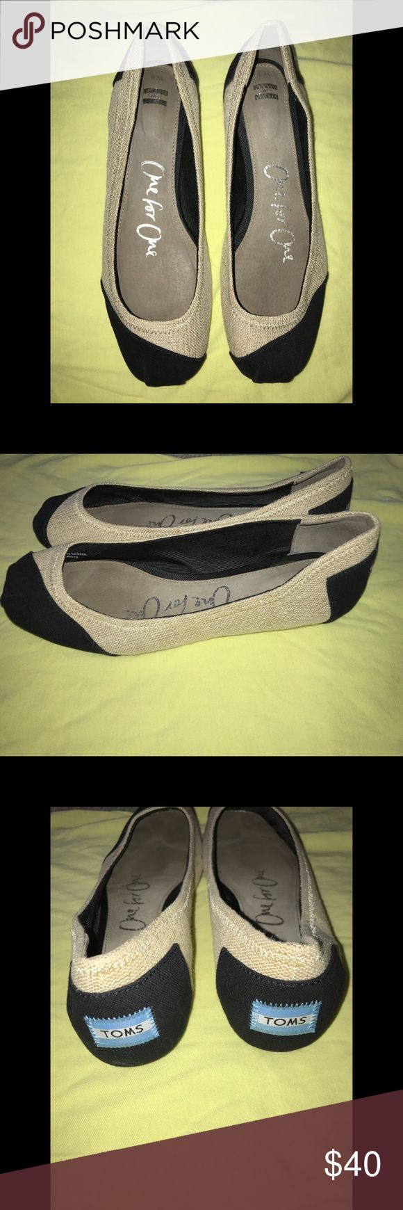 • NWOT Khaki & Black TOMS Ballet Flats size 8 • • Worn once, were too small, great condition, absolutely nothing wrong with them, padded/cushion soul, clean, smoke free home. • Toms Shoes Flats & Loafers
