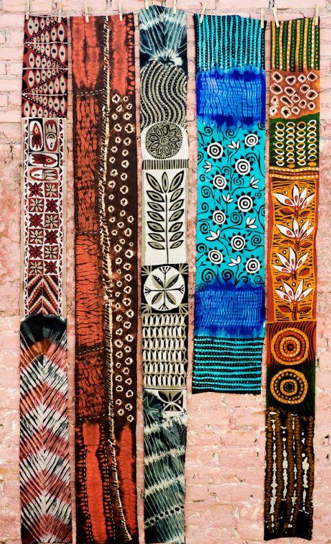 Batik javanês e adire sobre lona de seda / Celso Lima / 2009. (foto Celia Wiess).