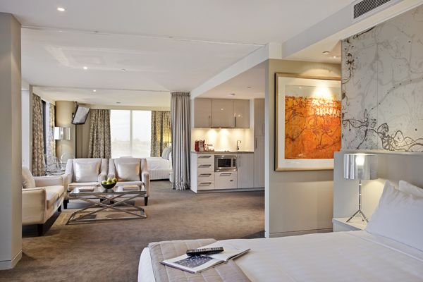 I want to stay in one of Melbourne's 5 star Art Series hotels. This picture is of The Olsen Hotel.