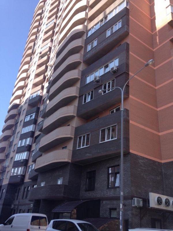 """Cданные дома / 2-комн., Краснодар, Атарбекова ул,, 3 650 000 http://krasnodar-invest.ru/vtorichka/2-komn/realty248784.html  Продаю 2кв. 75\26\25, 21\22.м-к. ФМР.Лучшее предложение в новом жилом комплексе """"ТРИО"""", самый удобный район в городе-удобное транспортное сообщение, рядом 3 школы, детские сады, рядом фитнес клуб """"ИКС-ФИТ"""". Качественное строительство, сделали полную эл. разводку, новые выключатели, розетки, улучшенная эксклюзивная планировка комнаты изолированные, эта планировка с видом…"""