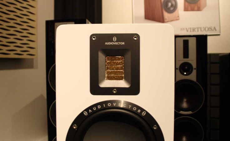 Malé, hezké, nadané pro jazz a jinou klidnou hudbu. To jsou dánské regálovky Audiovector QR 1.  Více na http://www.hifi-voice.com/testy-a-recenze/reprosoustavy-regalove/1199-audiovector-qr-1