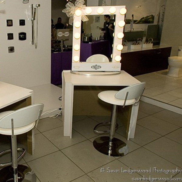 Broadway Lighted Table Top Vanity Mirror. 1000  images about Home Studio Office Ideas on Pinterest
