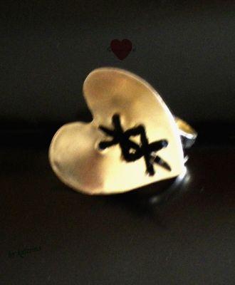rings | myartshop δακτυλιδι σε σχημα καρδιας με διακοσμητικα στοιχεια απο δερματινο κορδονι.