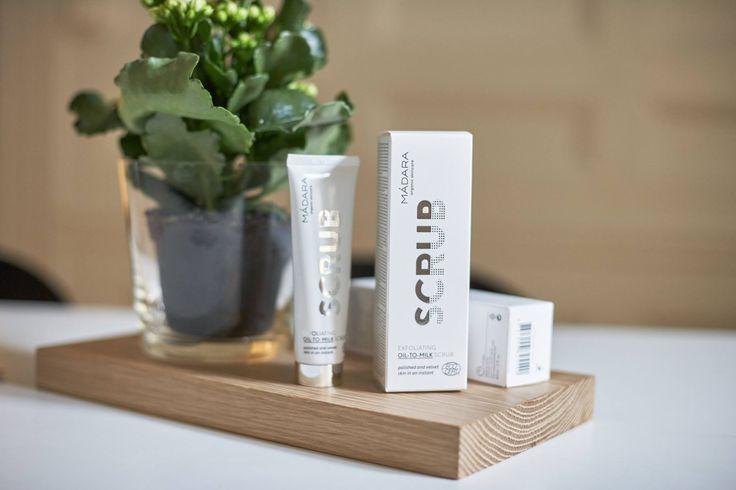 ...prendiamoci cura della pelle del viso...con gesti semplici by Madara Cosmetics...come il nuovissimo SCRUB VISO (da 12,5ml e da 60ml), a base oleosa, che si trasforma in un delicato latte che deterge con delicatezza. Ammorbidisce, nutre e rinnova la pelle senza privarla della sua naturale idratazione. http://www.vecchiabottega.it/scrub-viso-oil-to-milk-60ml-madara-cosmetics.html